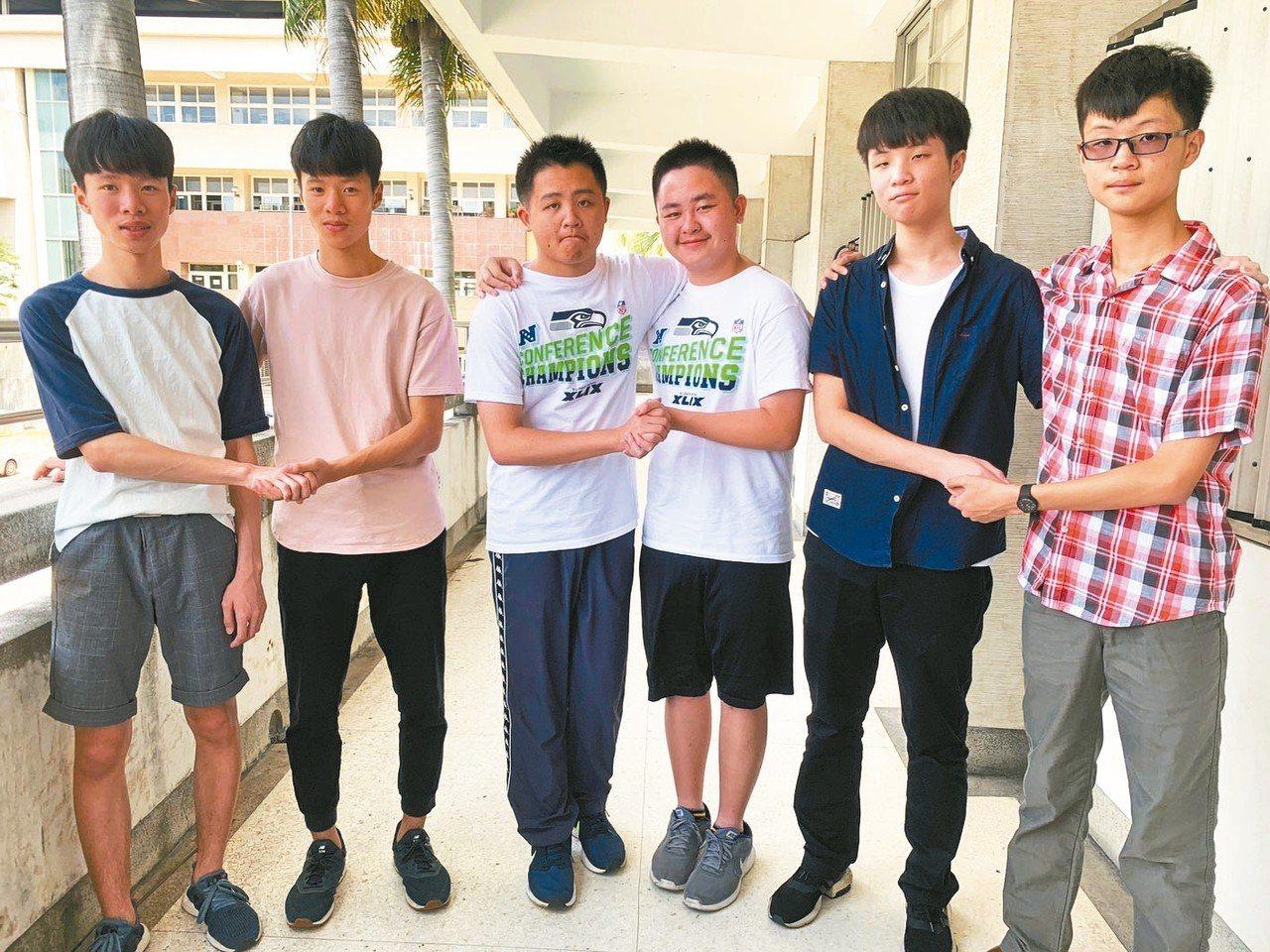 台中一中今年四對雙胞胎入學,左起是石岡國中林孟和、林季平;后綜高中國中部胡劭安、...