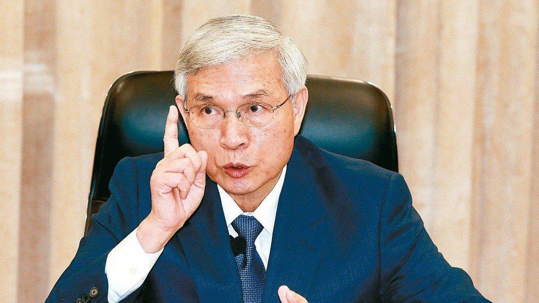 公務員加薪與否尚未定案,中央銀行總裁楊金龍先帶頭喊企業加薪。 本報資料照片