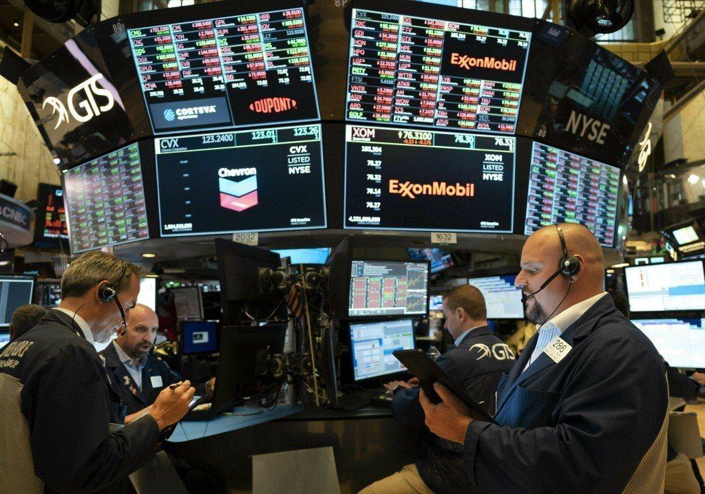 美聯準會暗示降息機率升,道瓊工業指數大漲227.88點,收盤突破2萬7000點,...