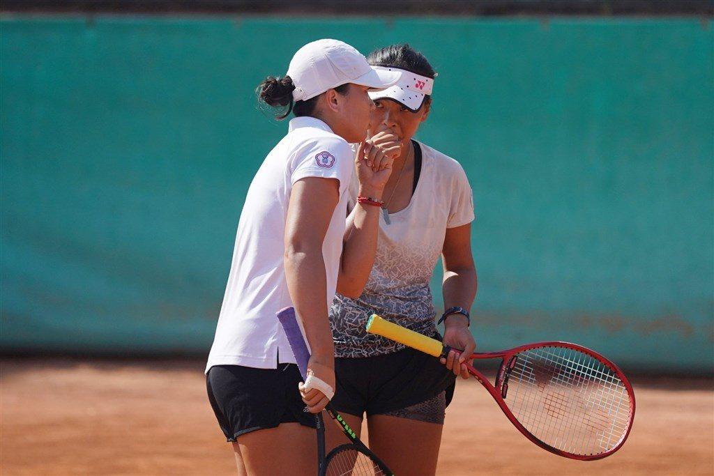 我國網球女雙李亞軒、李珮琪在世大運網球女雙「銀」恨。 截圖自CTUSFSSU官方...