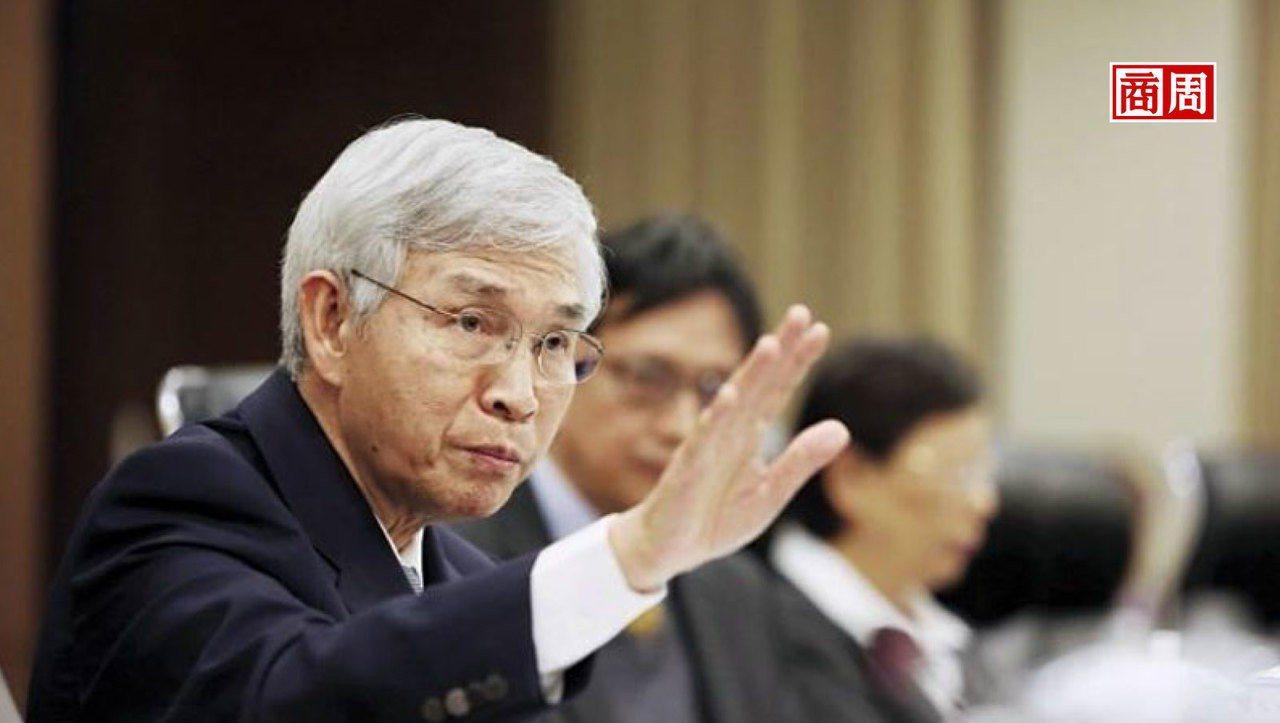 楊金龍去年剛接央行總裁,就碰到美中貿易戰,今年6月更出手買匯25億元,抑制新台幣...