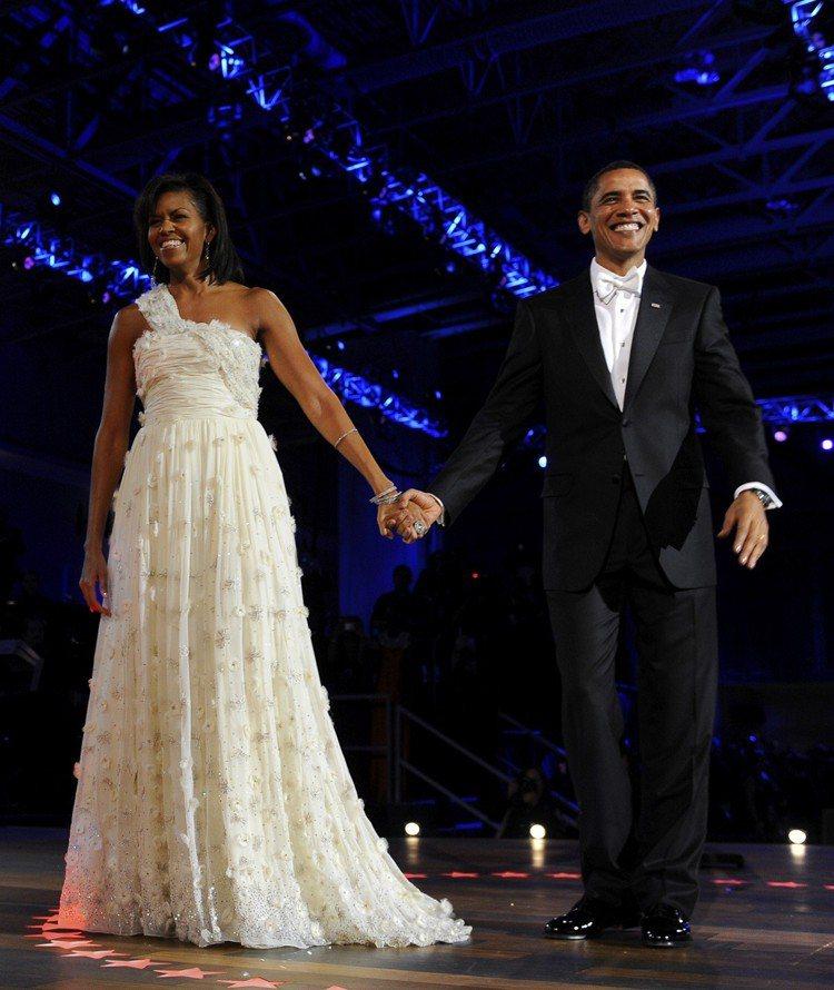 蜜雪兒歐巴馬出席歐巴馬的就職晚宴時,選穿吳季剛(Jason Wu)的禮服亮相。蜜...