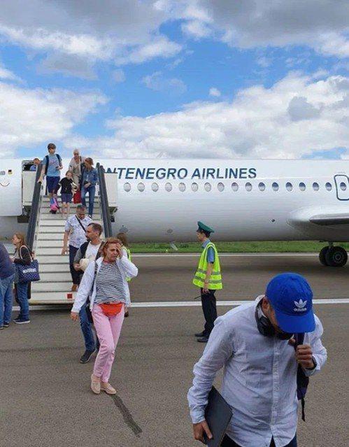 周三一架飛往莫斯科的航班,機長突然身體不適昏倒,飛機緊急降落所幸無人傷亡。圖擷自...