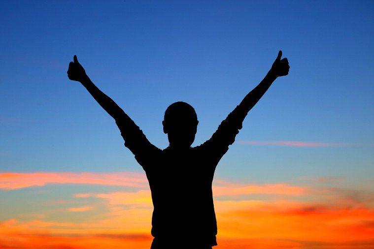 《就算明天就要說再見,也要為今天的花澆水》,活出精采生命的每一天! 圖片/ing...