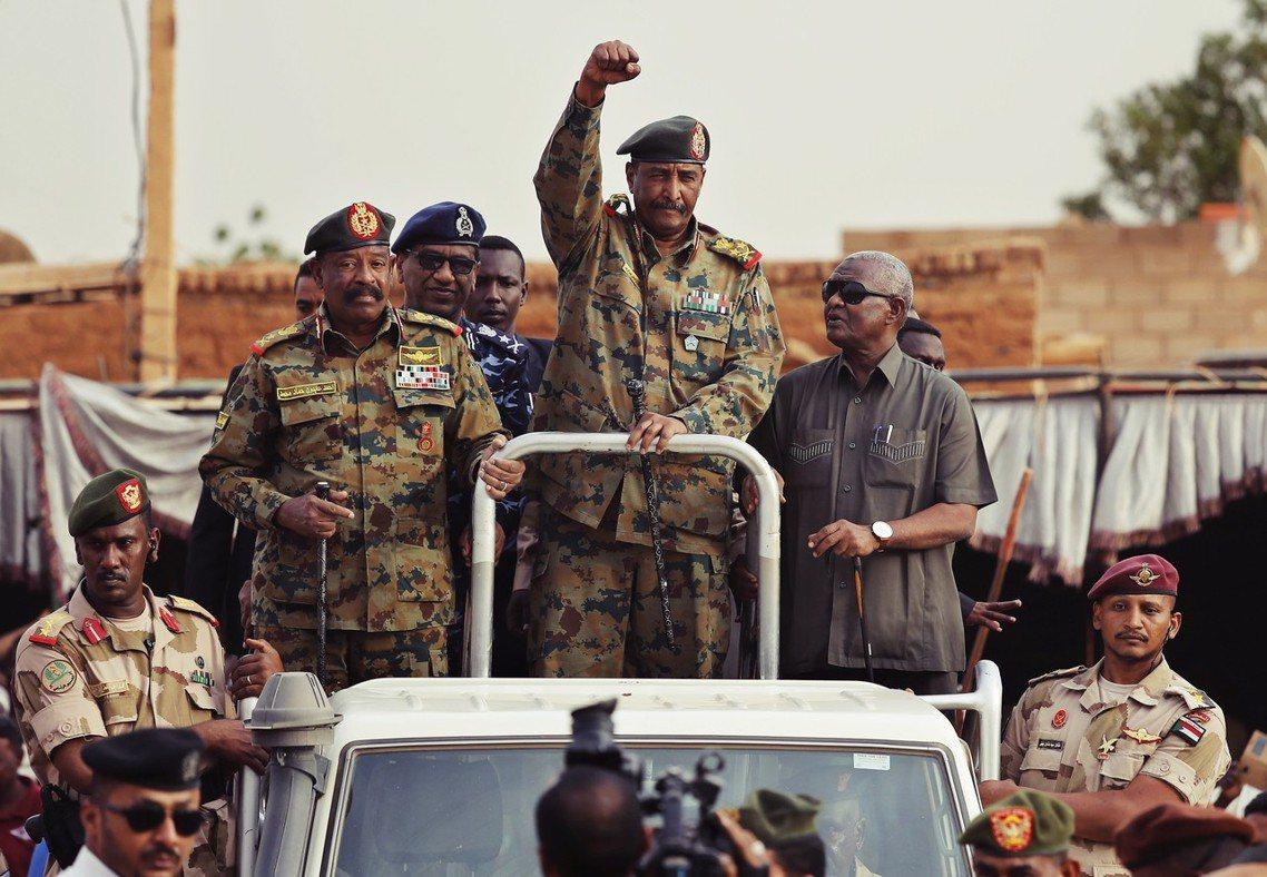 軍政府的國安負責人賈邁.歐瑪將軍表示:「這起叛亂行動,是由蘇丹國安單位的秘密警察...