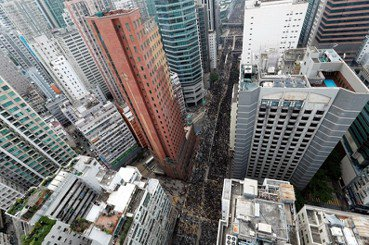 何必再當想像的中國人?評《香港,鬱躁的家邦》(上)