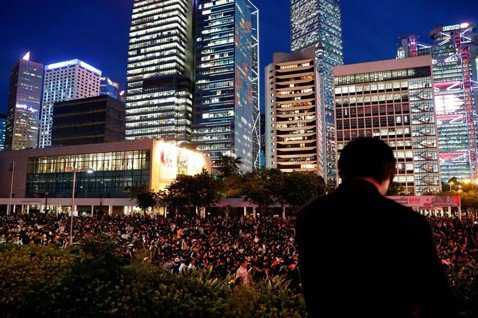 何必再當想像的中國人?評《香港,鬱躁的家邦》(下)