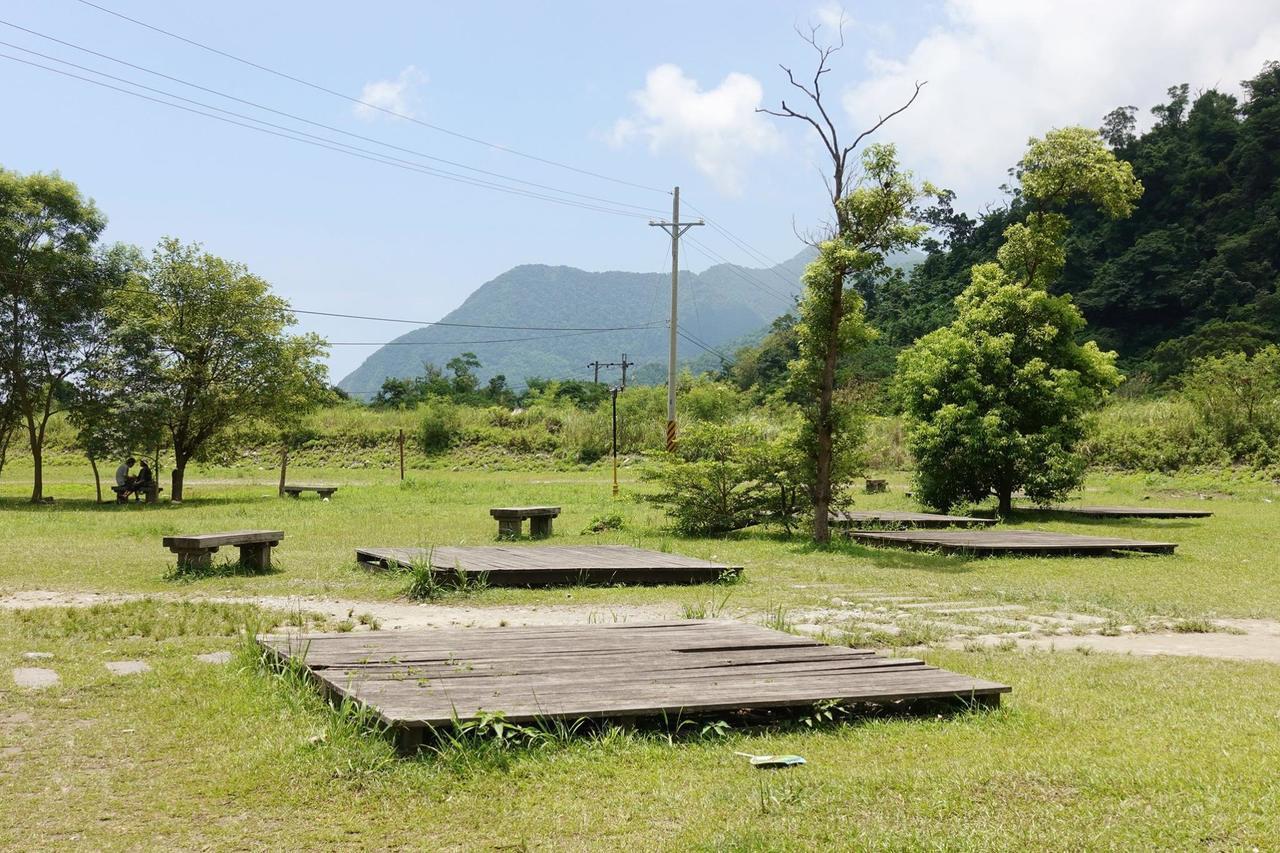 圖/公園內有幾塊木棧板,簡單搭個營,休息一下也很棒。