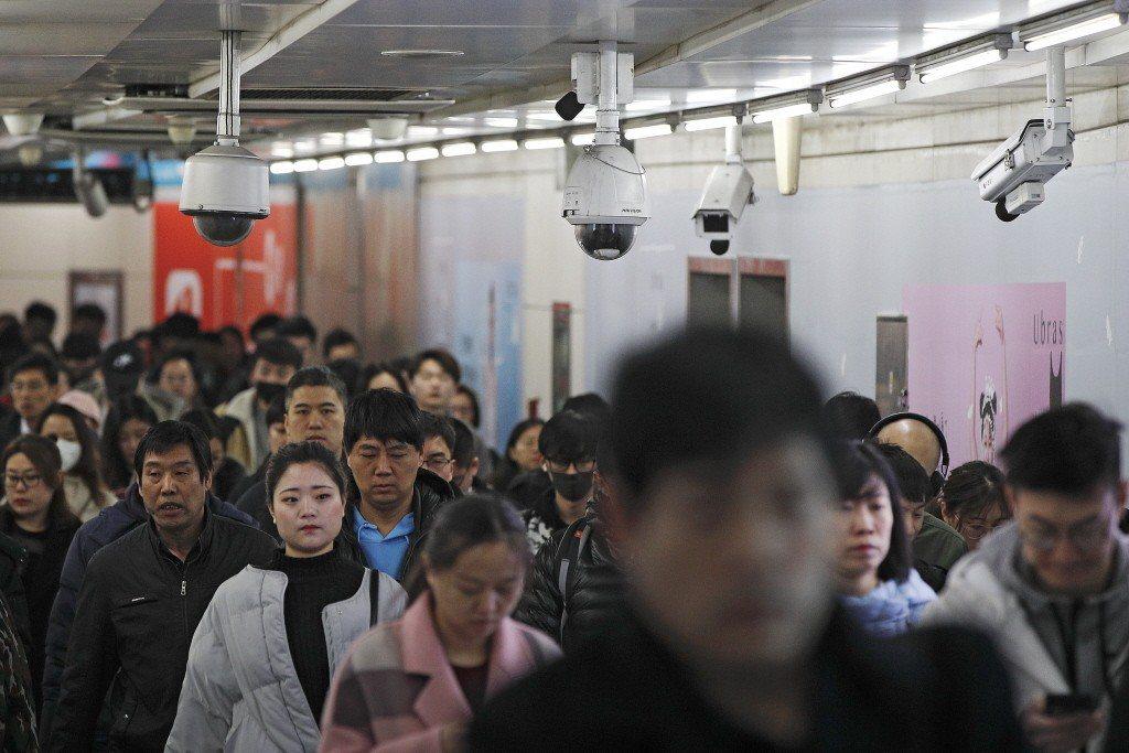北京一處安裝著監視器的通道,這將協助中國當局完善社會監控系統。 圖/美聯社