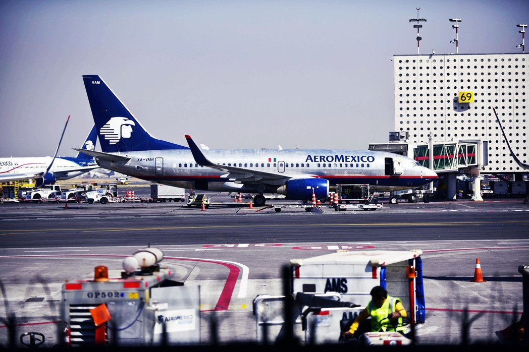 國家門面「墨西哥城國際機場」(也就是貝尼托華雷茲)運輸能量早已突破飽和,每年4,...