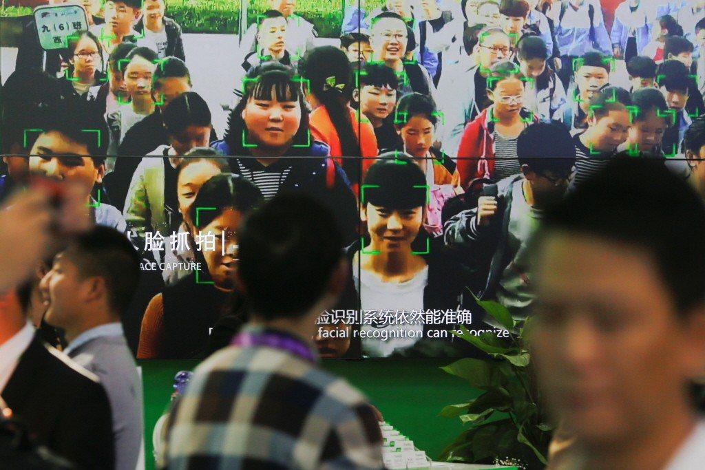 當監控系統被中國政府以智慧城市包裝成繁榮進步的表徵,我們很難認為這種「被智慧」的...