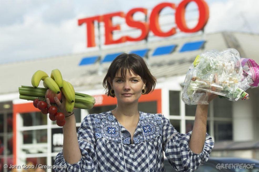 今年3月底,英國最大超市特易購(Tesco)開始實驗無塑生鮮計畫,讓旗下兩家分店...