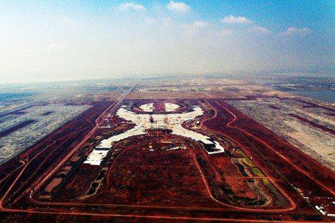 特斯科科機場建地:巨大的「X」是仿阿茲特克文明的人形圖騰,這是名設計師諾曼.佛斯...