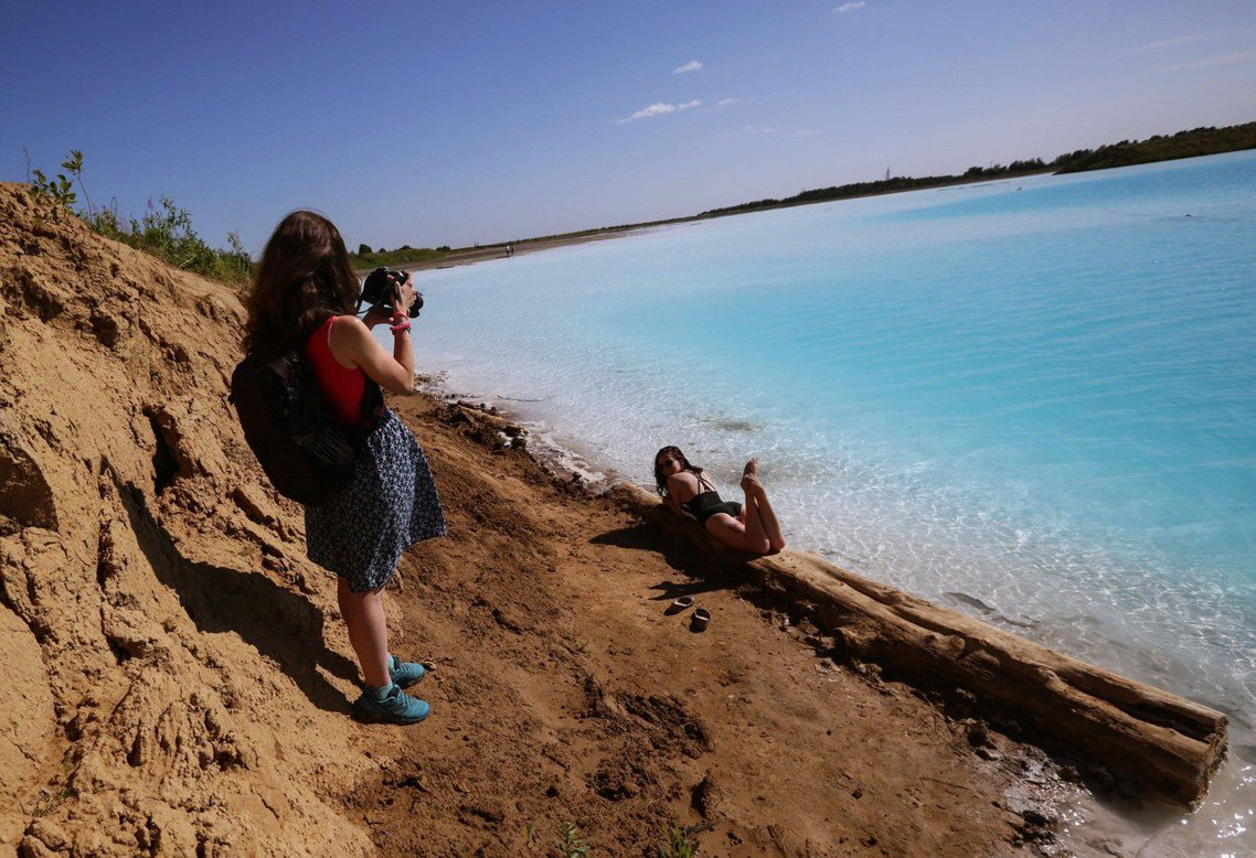 該湖泊目前沒有做出封鎖關閉,無奈的發電廠官方也表示,只能良心勸阻——至少別進去游...