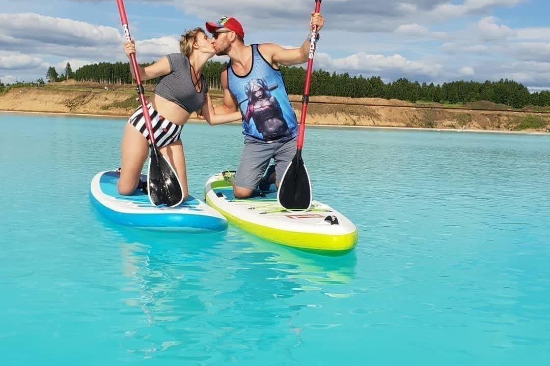 官方指出水質沒有毒性,但也強調最好不要輕易下水,對皮膚依然有可能造成危害。而且湖...