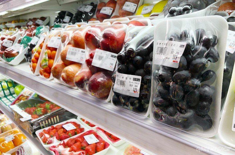 到超市走一遭,常常可以看到色彩鮮艷的蔬果被一次性塑膠給包起來,然而你有沒有想過,...