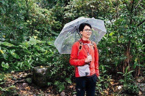 陳德政認為,下雨也是山中再自然不過的日常。 (攝影/楊雅淳)