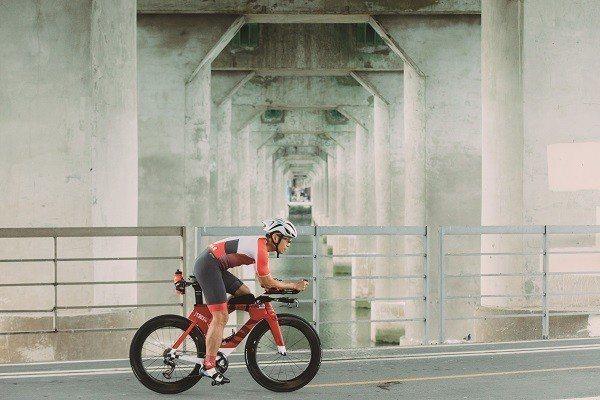 Jason建議單車入門者應先了解自己騎車的目的,再選購相應的所需物品。 (攝影/...