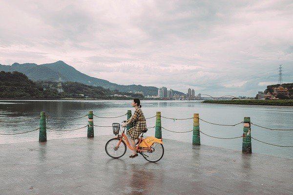 有了便利的YouBike,更能盡興地騎單車遊賞台北。 (攝影/蔡耀徵)