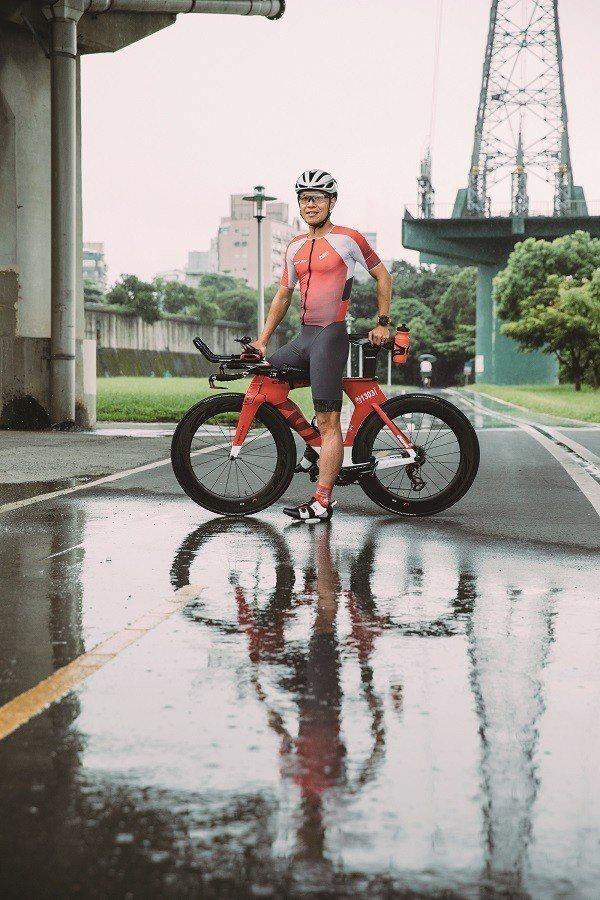 熱愛騎單車的Jason是「北海岸吹風團」發起人之一。 (攝影/蔡耀徵)