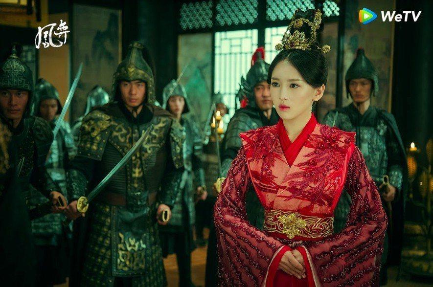 曹曦文在「鳳奕」成為皇后。圖/WeTV提供