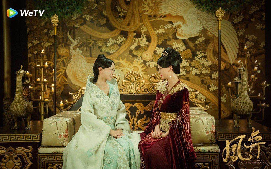 曹曦文(右)與何泓姍被網友封「知書達禮CP」。圖/WeTV提供