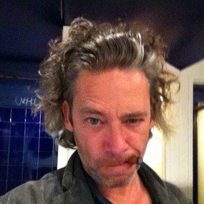 德克斯特弗萊契將執導「福爾摩斯3」。圖/摘自推特
