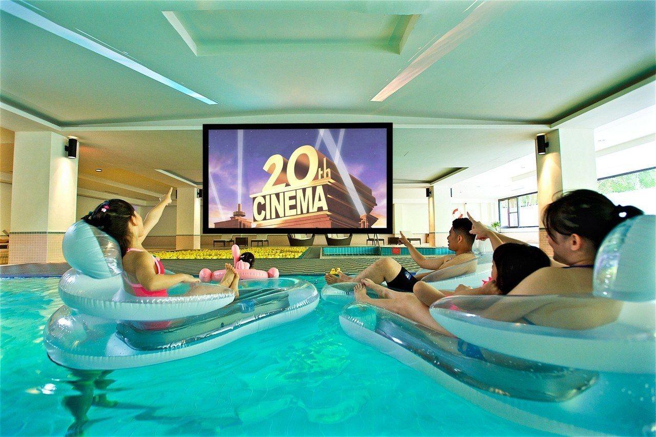 電影暑假限定「兒童水上電影院」,提供親子專屬的戲水時光。圖/太魯閣晶英酒店提供