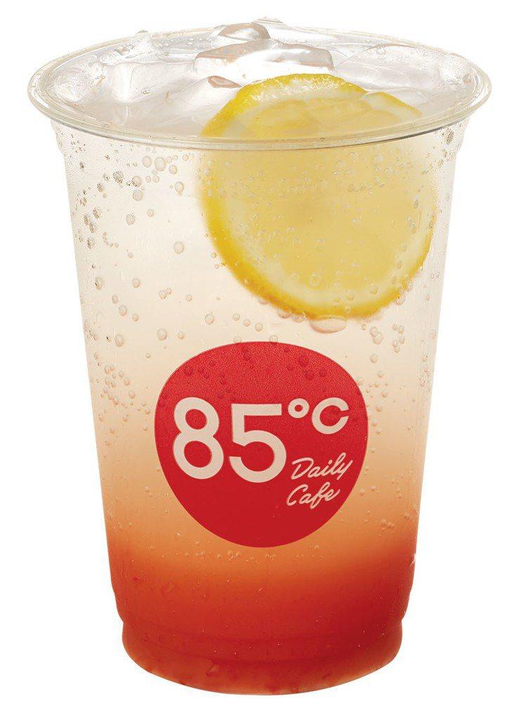 全台85℃門市7月限期兩波推出第二杯半價優惠。圖/85℃提供