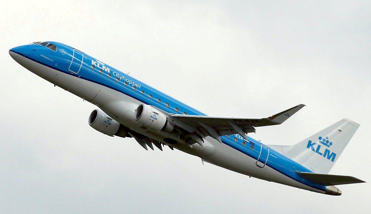 荷蘭皇家航空呼籲民眾少飛一點。路透