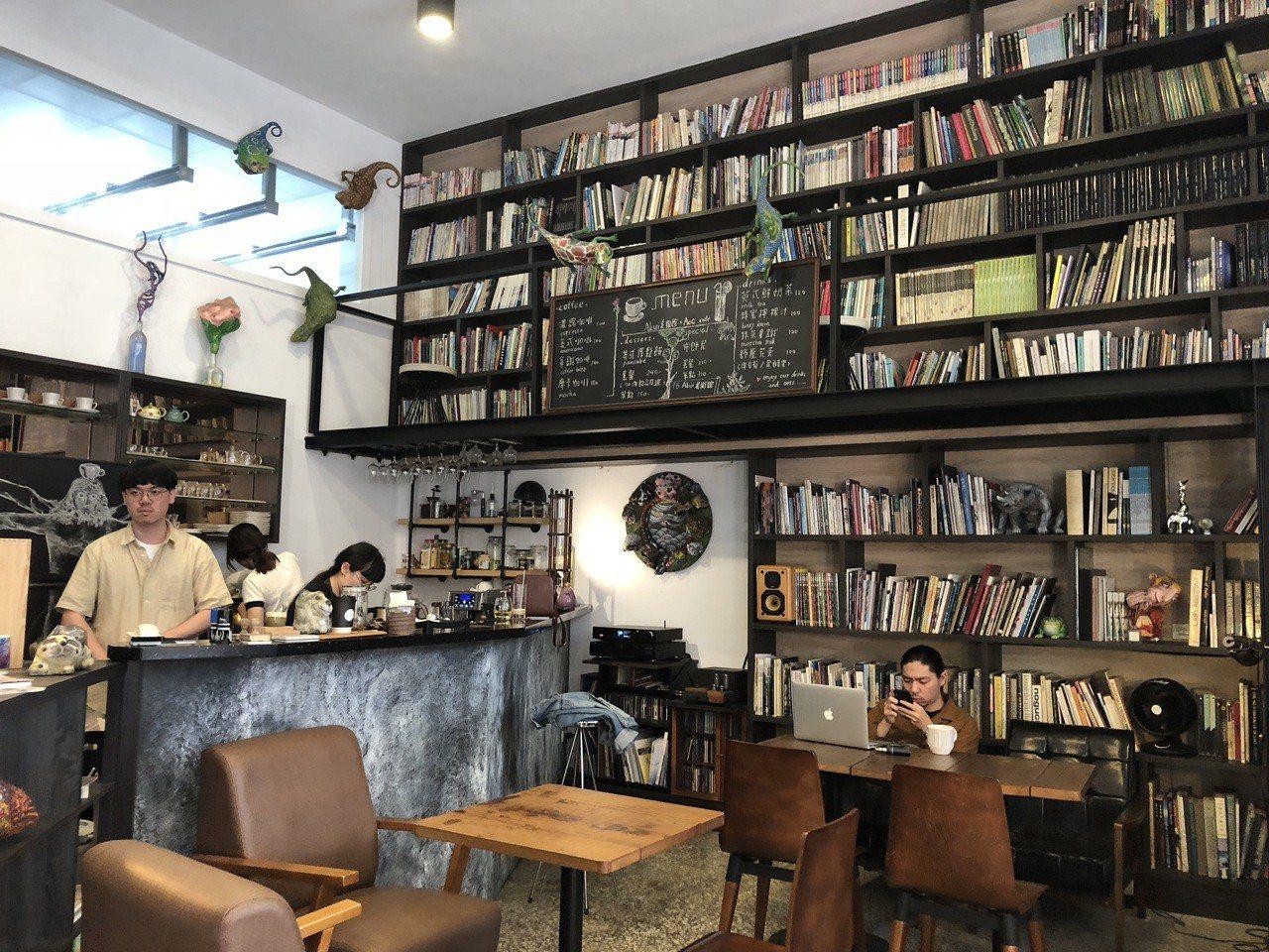 藝術家許自貴美術館一樓開咖啡館DUO,由兒子經營。記者何定照/攝影