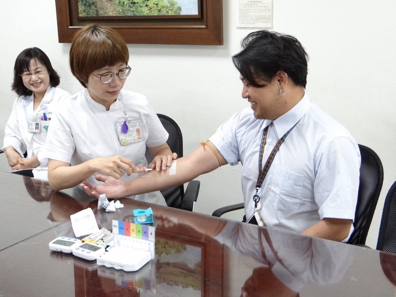 奇美標準抽血檢測流程可有效避免誤差、醫師誤判與重新檢測病患花費。記者周宗禎/攝影