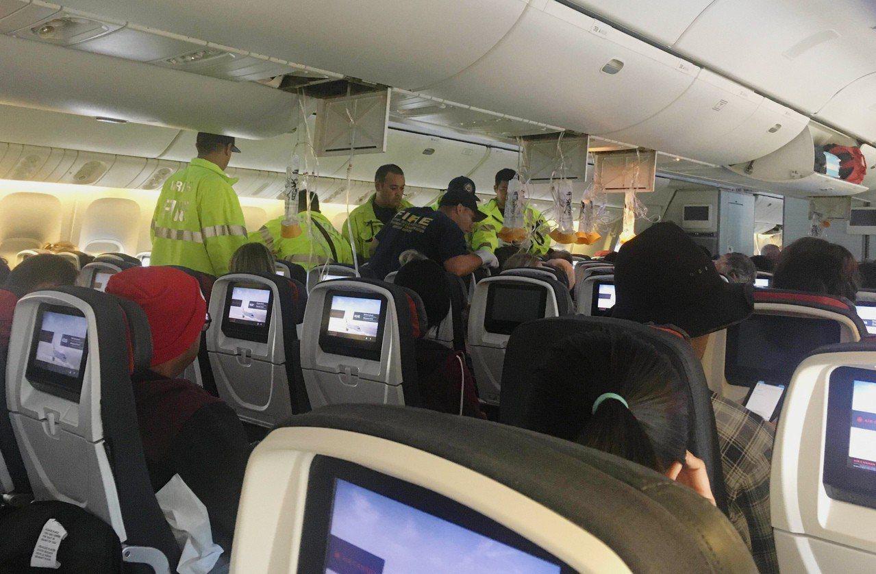 加拿大航空(Air Canada)一架客機11日在從溫哥華飛往澳洲雪梨的途中遇上...
