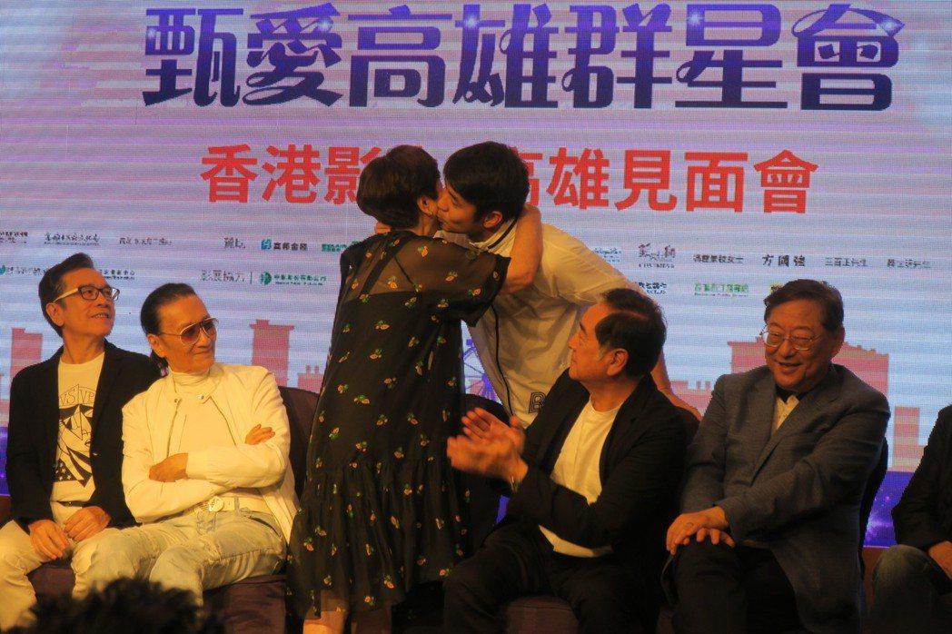 最近改名的章立衡支持媽媽甄珍,展現深厚母子情。記者蘇詠智/攝影
