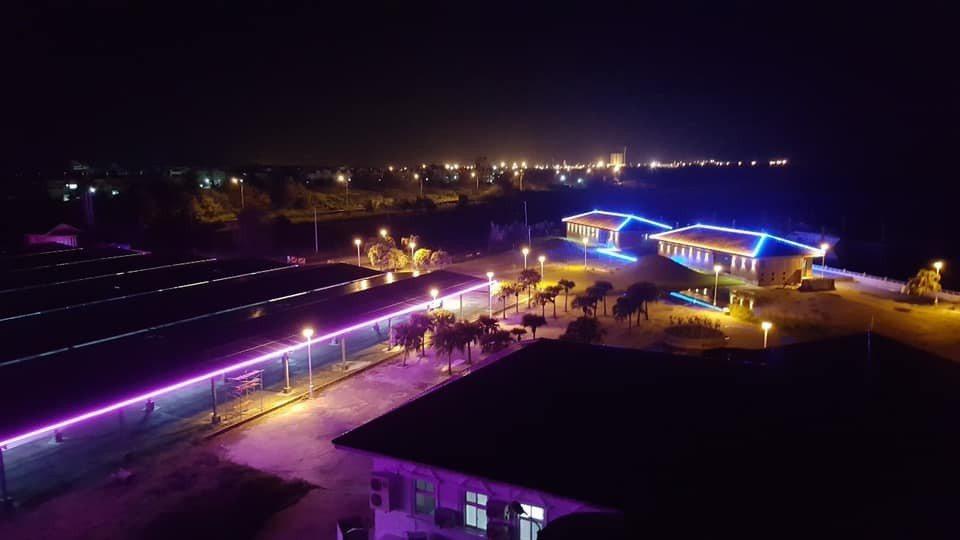 蚊子港布袋遊艇港活化轉型公主布袋國際遊艇港,下周開幕,遊艇俱樂部夜間燈光投射,讓...