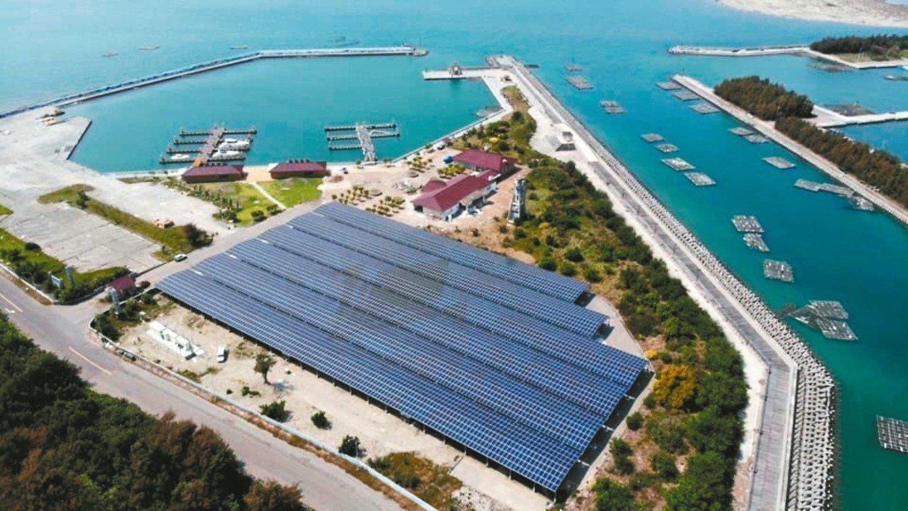 蚊子港布袋遊艇港活化轉型公主布袋國際遊艇港,下周開幕,港區打造全台唯一太陽能岸置...