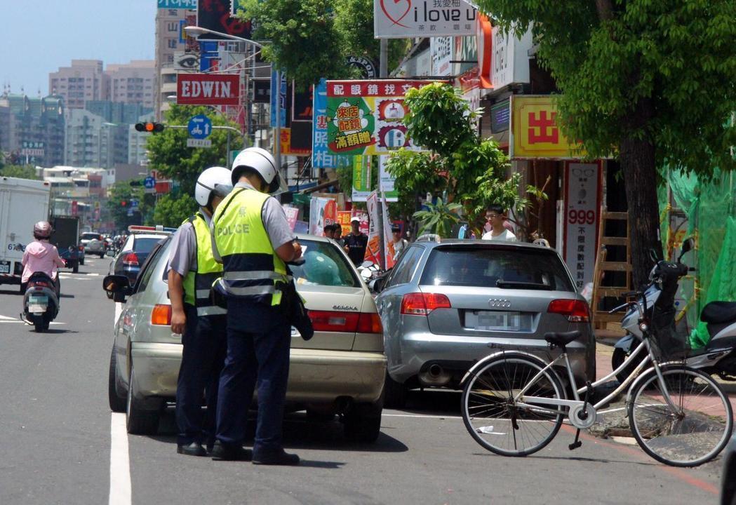 員警舉發示意圖,圖與本案無關。圖/本報資料照片