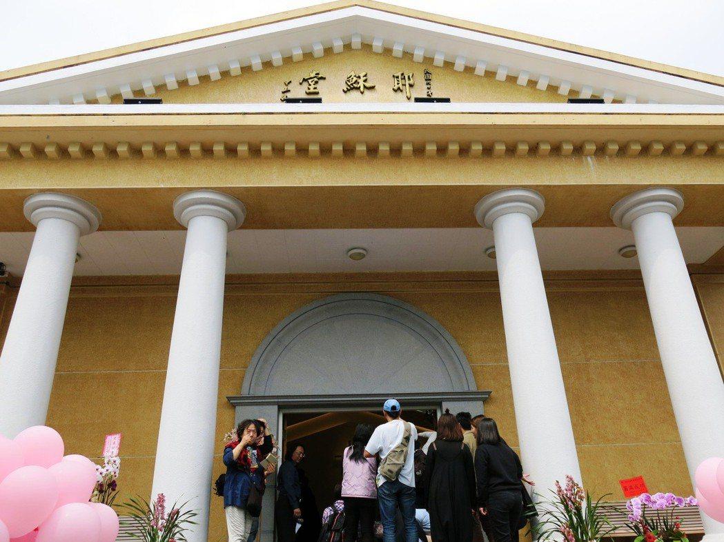 日月潭最美的耶穌堂過去是蔣中正及夫人的禮拜堂,最近正閉門整修中。記者黑中亮/攝影