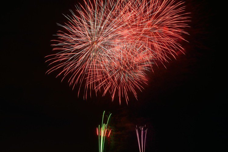 埼玉縣「入間川七夕祭」為關東3大七夕祭典之一,夜晚的「納涼花火大會」也是一大亮點...