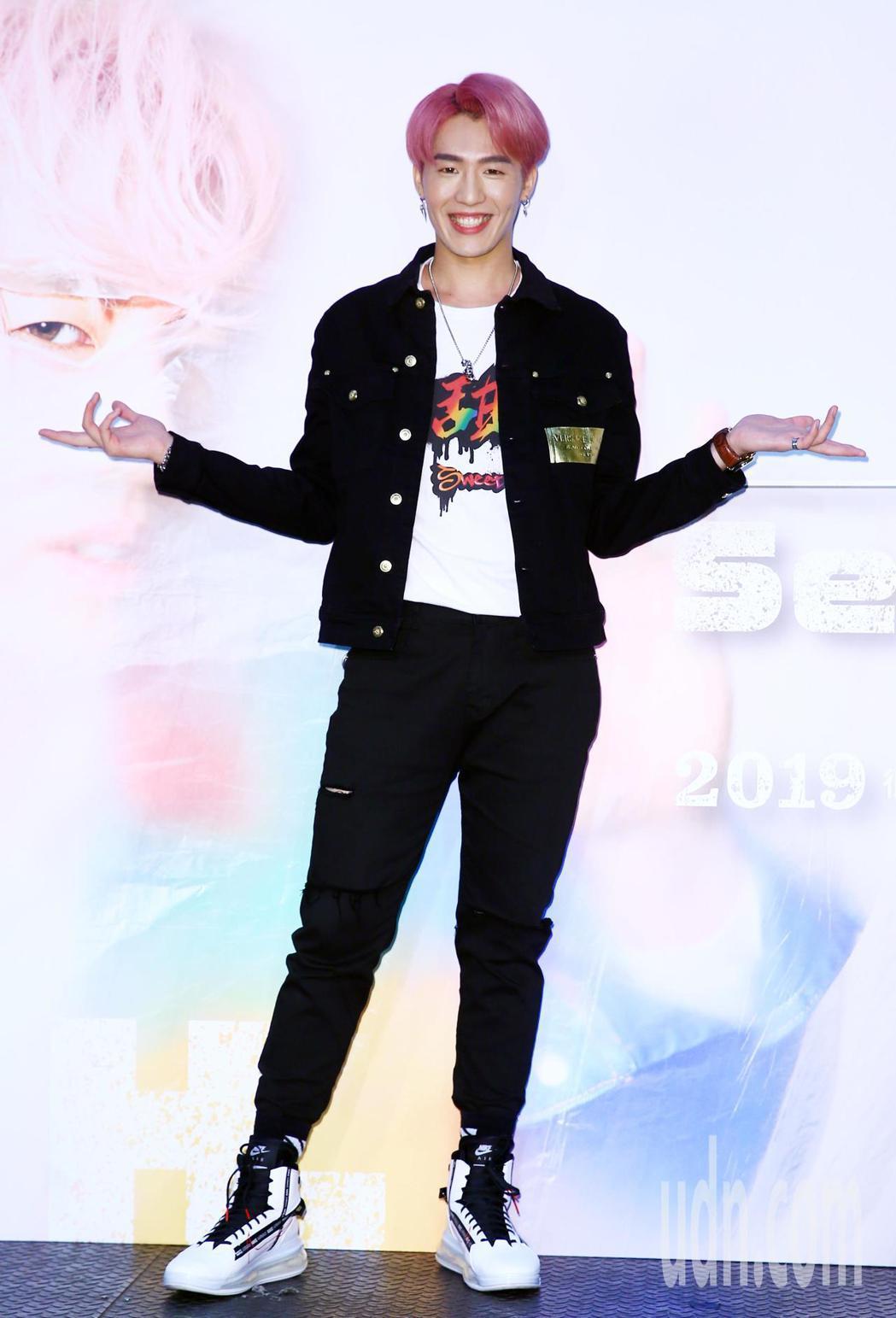 創作歌手黃昺翔今天舉行新專輯《你在幹嘛》發片記者會。記者杜建重/攝影