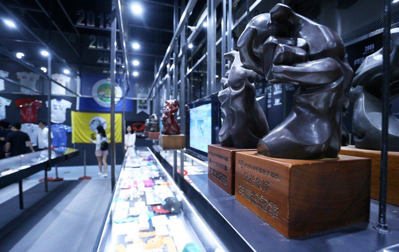 「中華職棒30周年特展-無人出局」高雄站,7月13日起至12月15日在科學工藝博...