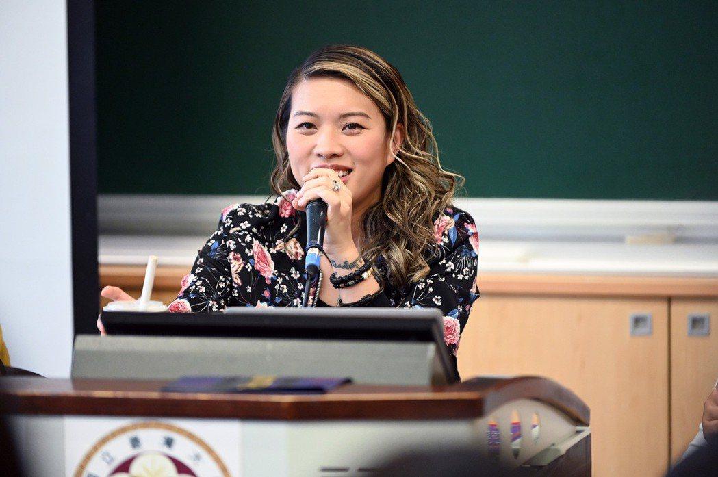葛仲珊24小時快閃台灣,擔任台大流唱營講師,分享創作撇步。圖/環球音樂提供