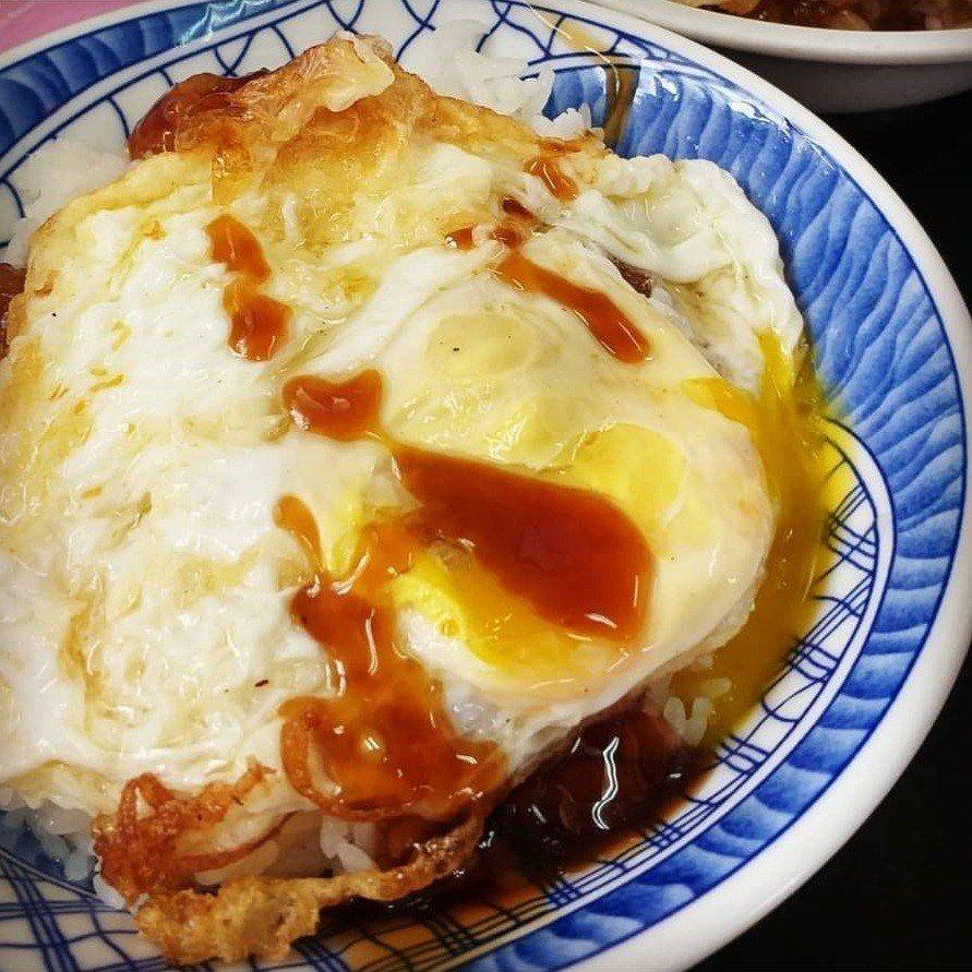 宜蘭「阿德早午餐」荷包蛋滷肉飯是當地人推薦早午餐。IG @iamulahsieh...
