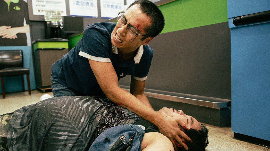 「噬罪者」戲中,莊凱勛因清潔公司同事阿標死亡,情緒接近崩潰。圖/公視提供