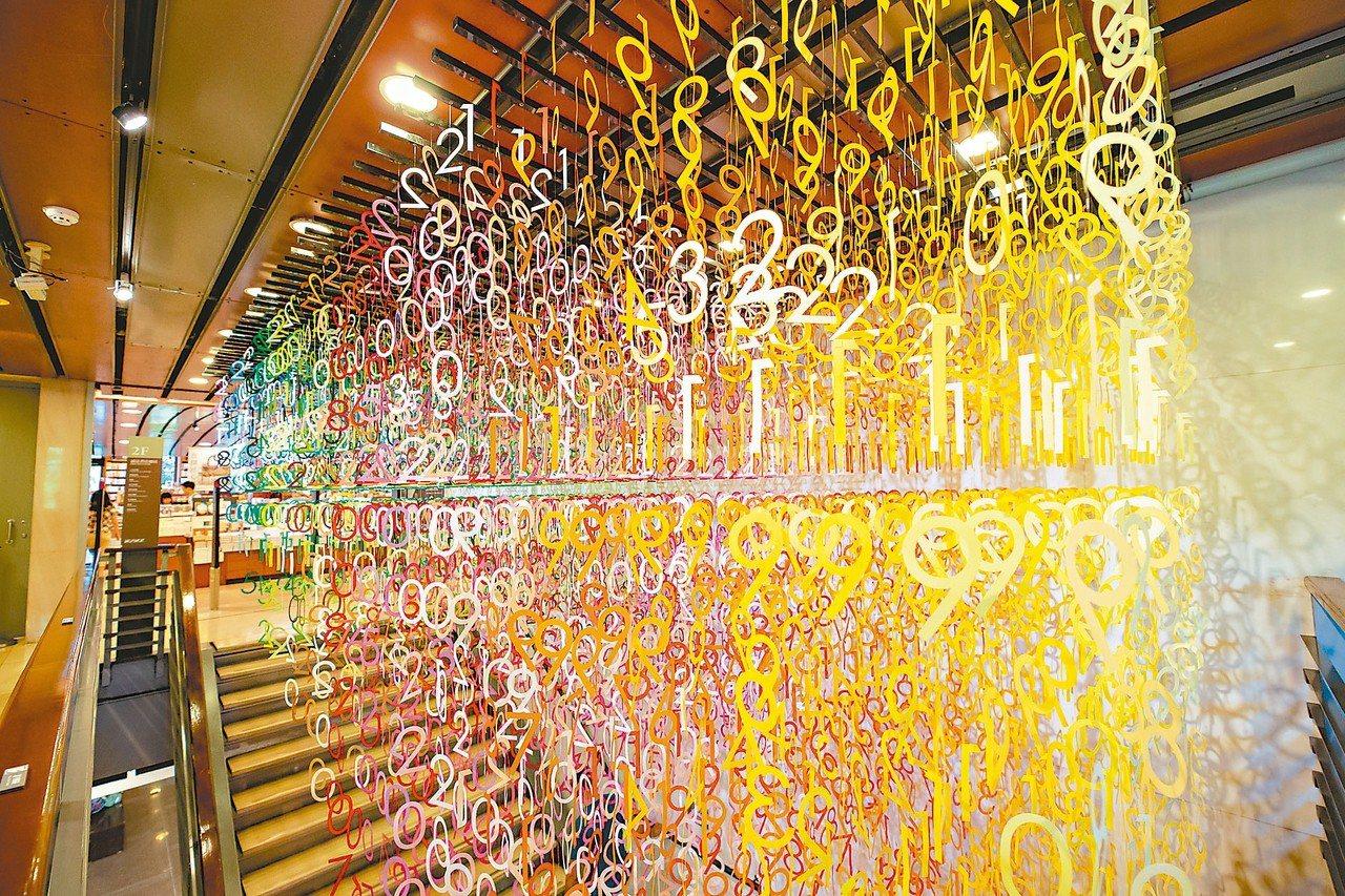 誠品敦南店推出「Emmanuelle:100 colors光譜漫遊」特展。 圖/...