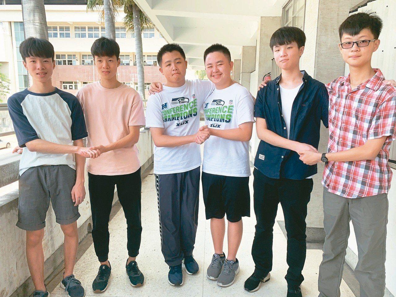台中一中今年有4對雙胞胎入學,左起是石岡國中林孟和、林季平;后綜高中國中部胡劭安...