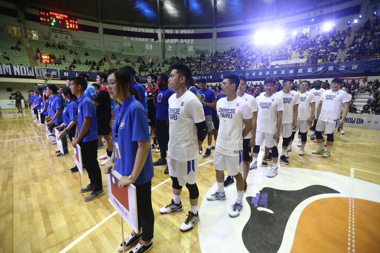 中華男籃其實有很多效法對象,但不論出自什麼原因,本屆賽事選擇2位顯然不符戰力的洋...
