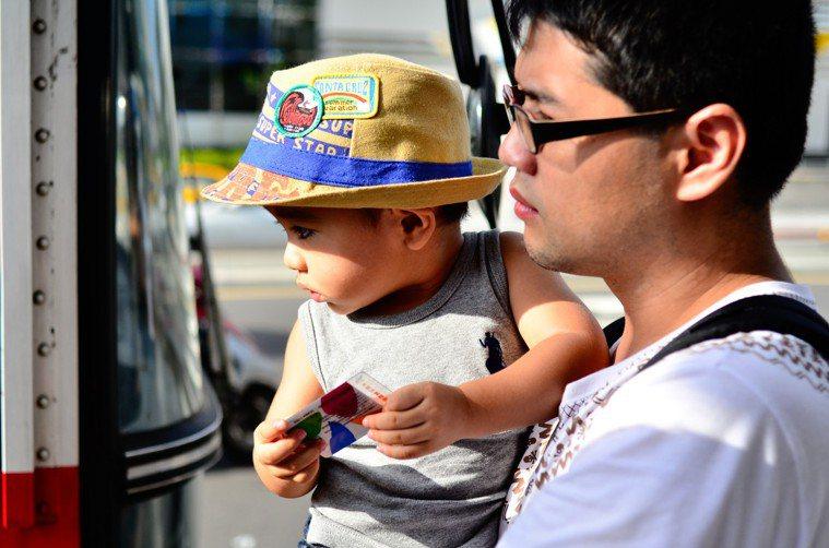 顧家的爸爸愈來愈多,但孩子的飲食主導權仍在媽媽手上。圖/聯合報系資料照片