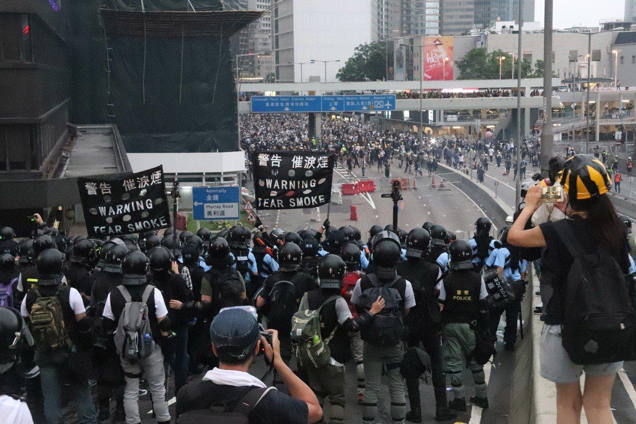 民陣12日公開文件,指港府將六一二遊行定性為暴動,決定21日再度上街,要求港府成...