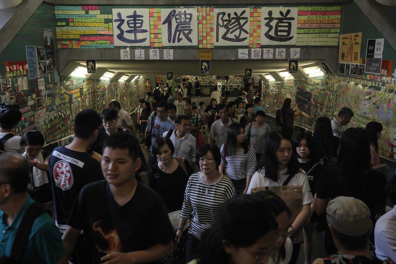 香港在過去4天最少發生10宗涉反修例「藍儂牆」衝突,當中化身「藍儂隧道」的大埔行...